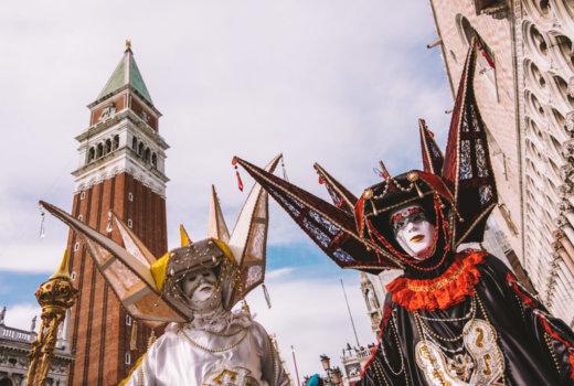 Carnevale di Venezia: le maschere colorano la Serenissima