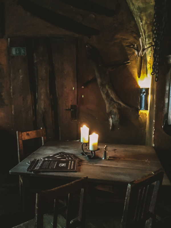Tavoli Da Pranzo Strani.I Ristoranti Strani Di Praga Che Devi Assolutamente Provare