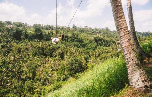 Avresti il coraggio di dondolarti su un'altalena immersa nella giungla? Da Zen Hideaway a Ubud si può!
