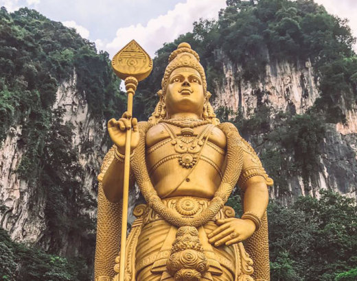 Le Batu Caves a Kuala Lumpur: grotte in cui le scimmie popolano i templi