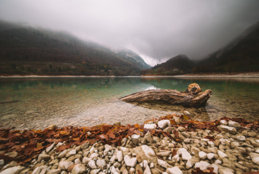 Passeggiata fra il Lago di Tenno ed il Borgo di Canale: sei pronto a rivivere il Medioevo?