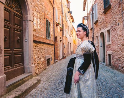 Passeggiare a Monteleone d'Orvieto in abiti medievali