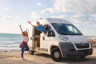 Nomadi digitali a bordo di un van: giriamo il mondo insieme al nostro gatto